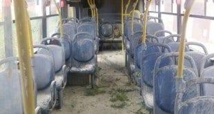 Montes Claros - Homens assaltam cobrador e colocam fogo em ônibus coletivo no bairro Village do Lago