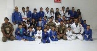 Norte de Minas - PM realiza palestra para crianças e adolescentes praticantes de Jiu-Jitsu em Taiobeiras