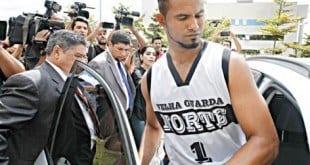 Ex-goleiro Bruno questiona pensão de R$ 22 mil e pede exame de paternidade