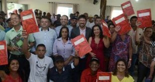 MG - Governo de Minas Gerais entrega título de posse a 372 famílias rurais