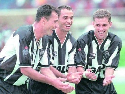Embalado por Marques, Guilherme e Ramon, o Galo venceu a edição de 2000 do Campeonato Mineiro. No primeiro jogo, o Atlético venceu por 2 a 1, com gols de Marques e Guilherme e empatou por 1 a 1 a volta, com gol de Ramon pelo lado alvinegro.