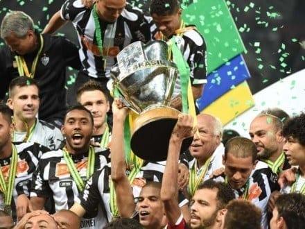Atlético e Cruzeiro fizeram a grande decisão da Copa do Brasil em 2014. O Galo venceu os dois jogos, por 2 a 0 e 1 a 0, e conquistou seu primeiro título da competição.