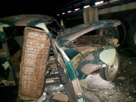 Montes Claros - Motorista invade a contramão e bate de frente com um caminhão