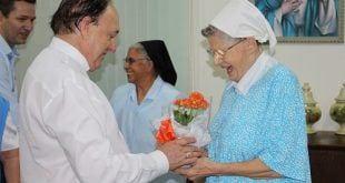 Montes Claros - Irmã Veerle recebe homenagem da Santa Casa de Montes Claros