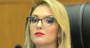 Deputada tem foto de camisola divulgada por secretário de governo