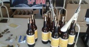 Suspeitos usavam prensas para fechar as garrafas com a bebida falsificada