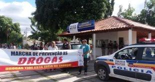 Norte de Minas - 30º BPM realiza marcha de prevenção às drogas em Januária