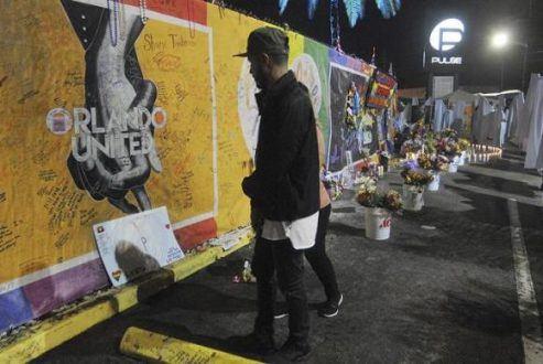 Hoje à tarde haverá mais atos em Orlando para lembrar as vítimas do massacre Gerardo Mora/EFE/direitos reservados