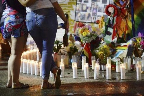Massacre na boite Pulse completa um ano e centenas homenageiam os 49 mortos