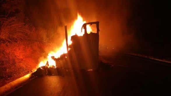 Norte de Minas - Caminhão pega fogo em Coração de Jesus