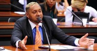 Desiludido, Tiririca critica Congresso e diz que deve largar a política