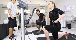O casal de médicos Lauro Guirlanda e Symone Porto aderiu à eletroestimulação há dois meses
