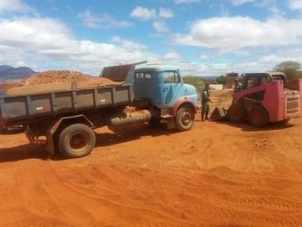 Norte de Minas - Dois homens são presos por extração irregular de cascalho em Monte Azul