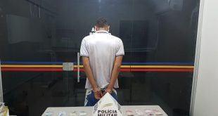 Norte de Minas - Adolescente é apreendido cavando buraco para esconder drogas em Januária - Foto: PMMG