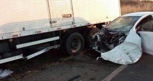 Motorista foge depois de causar acidente com oito veículos