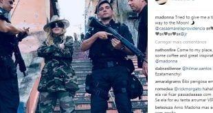 Ao lado de PMs com fuzis, Madonna posta foto em morro carioca
