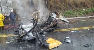 Em apenas um acidente, cinco pessoas morrem carbonizadas após veículos pegarem fogo na BR-381
