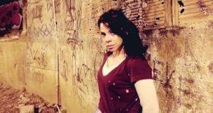"""Em um dos dramas que infestam """"Apocalipse"""", Sandra (Cacau Melo) engravida aos 17 anos e, tempos depois, está à beira da morte"""