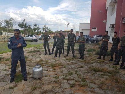 Norte de Minas – Bombeiros de Januária treinam militares do Exército Brasileiro