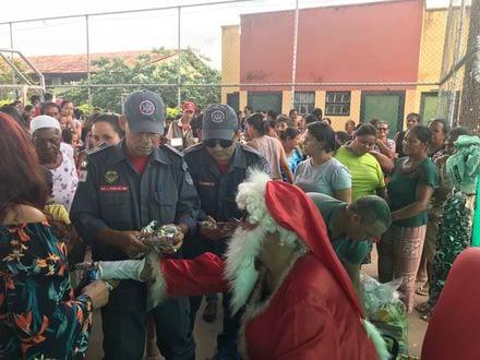 """Norte de Minas - Bombeiros participam de Ação Solidária """"Natal sem Fome"""" em Januária"""