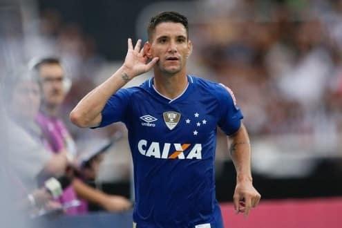 Thiago Neves marcou o seu 17º gol com a camisa do Cruzeiro, tornando-se o artilheiro do time na temporada