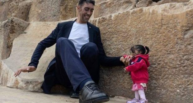 Homem mais alto do mundo se encontrou com a menor mulher do mundo