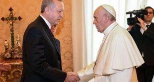Sob forte esquema de segurança, Papa Francisco recebe Erdogan