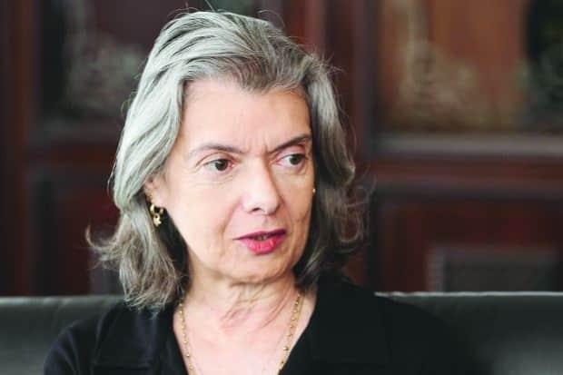 A ministra reiterou que a população espera poder voltar a confiar nas instituições