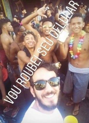 No Carnaval, jovem posta foto com comentário racista e perde emprego