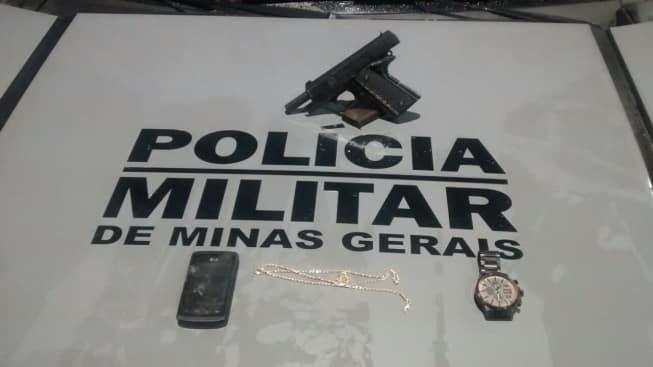 Arma utilizada no crime estava escondida em casa de adolescente