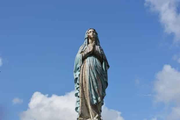 Em rodovia norte-americana, mulher garante a policial que é a Virgem Maria
