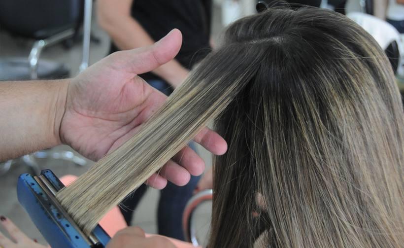 Consumidor deve ter atenção para evitar produtos usados para alisar o cabelo vetados pela Anvisa