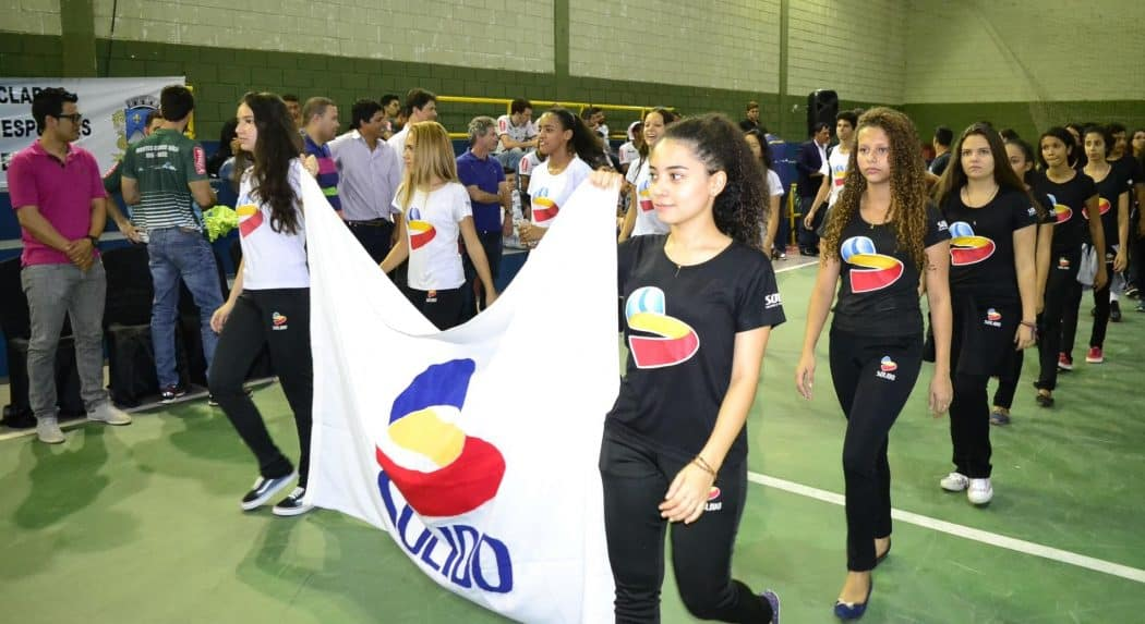 Centenas de alunos participam da abertura do JEMG em Montes Claros