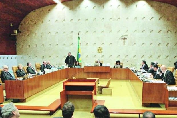 Sessão do STF ontem foi quente, teve bate-bocas entre ministros e precisou ser interrompida pela ministra Cármen Lúcia