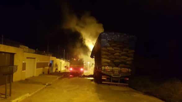 Incêndio em carga de carvão no bairro Planalto em Montes Claros