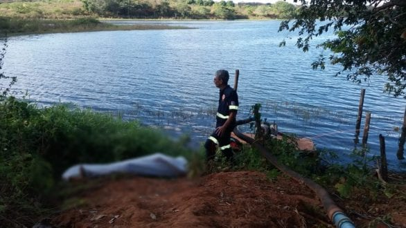 De acordo com a Polícia Militar, vítima, de 26 anos, teria se afogado e sido retirada da água por companheiros de trabalho, de uma plantação de tomates.