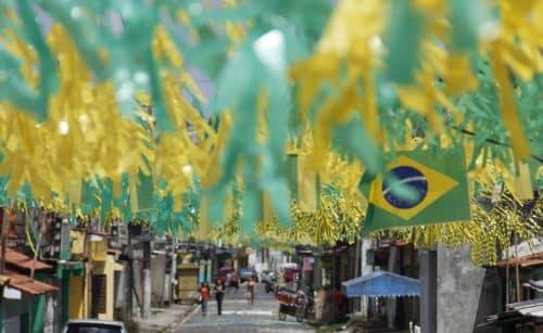 Veja dicas de segurança com a rede elétrica para curtir a Copa do Mundo