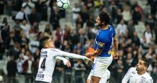 Cruzeiro vacila, perde para o Corinthians e interrompe série de vitórias