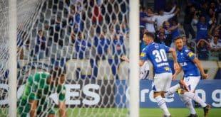 Na Libertadores, após começo complicado, Raposa derrotou Racing e se classificou em primeiro