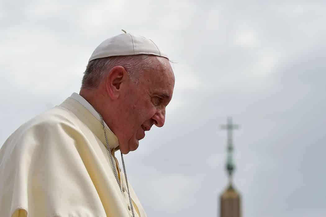 O pontífice afirmou que está orando pelas vítimas e pelas equipes envolvidas em operações de busca e salvamento