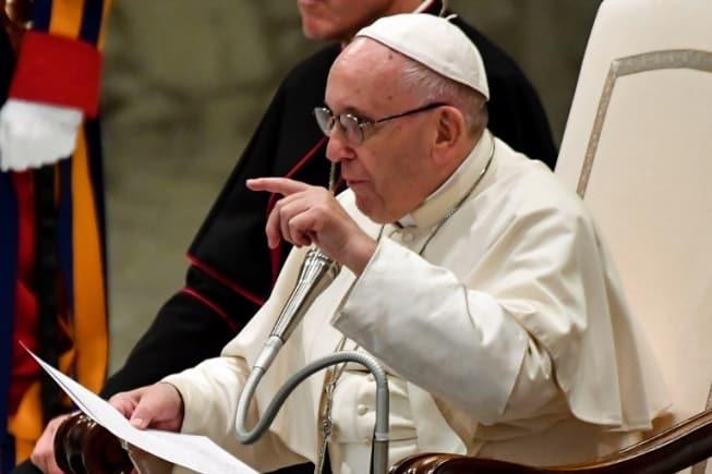 Francisco pediu perdão pela dor sofrida pelas vítimas e disse que os católicos devem se envolver em qualquer esforço para erradicar o abuso e seu acobertamento