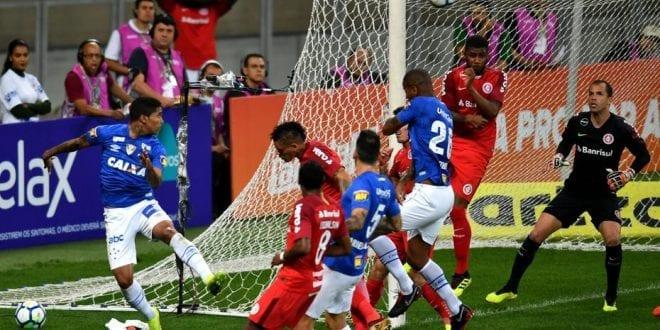 Com gol anulado de Raniel, Cruzeiro e Inter empatam sem gols no Mineirão
