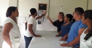 Diretora apresentando novo visual da sala vermelha - Foto: Ricardo Soares