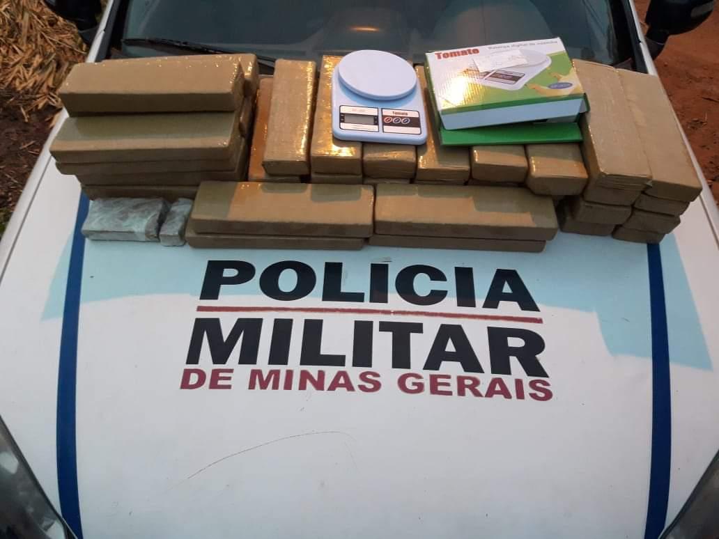 Polícia Militar prende duas pessoas e apreende grande quantidade de drogas em Brasília de Minas