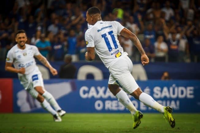 Campeonato Mineiro - Cruzeiro vence o Patrocinense em 1º jogo no Mineirão