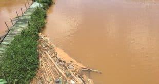Corpo estava boiando na área de uma usina, no rio Paraibuna