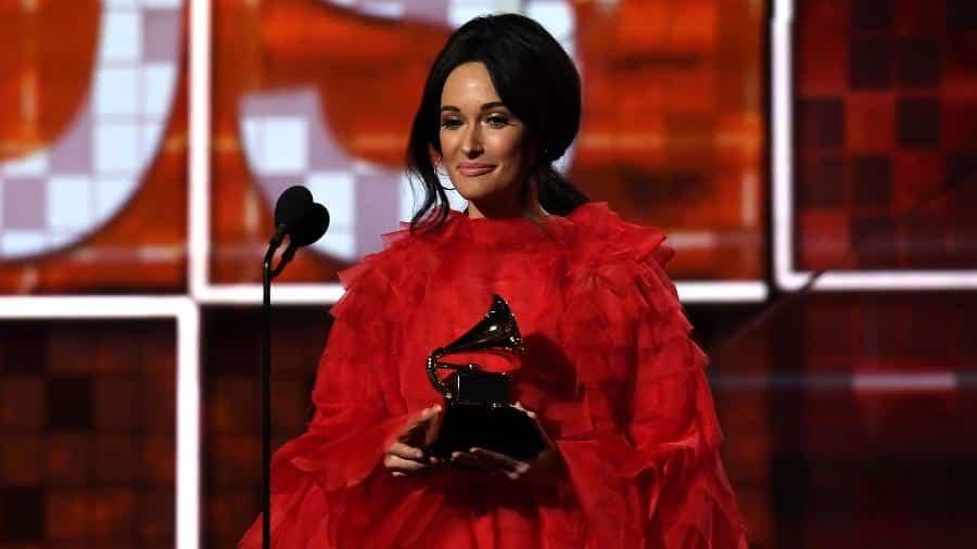Kacey Musgraves recebe prêmio de álbum do ano no Grammy 2019