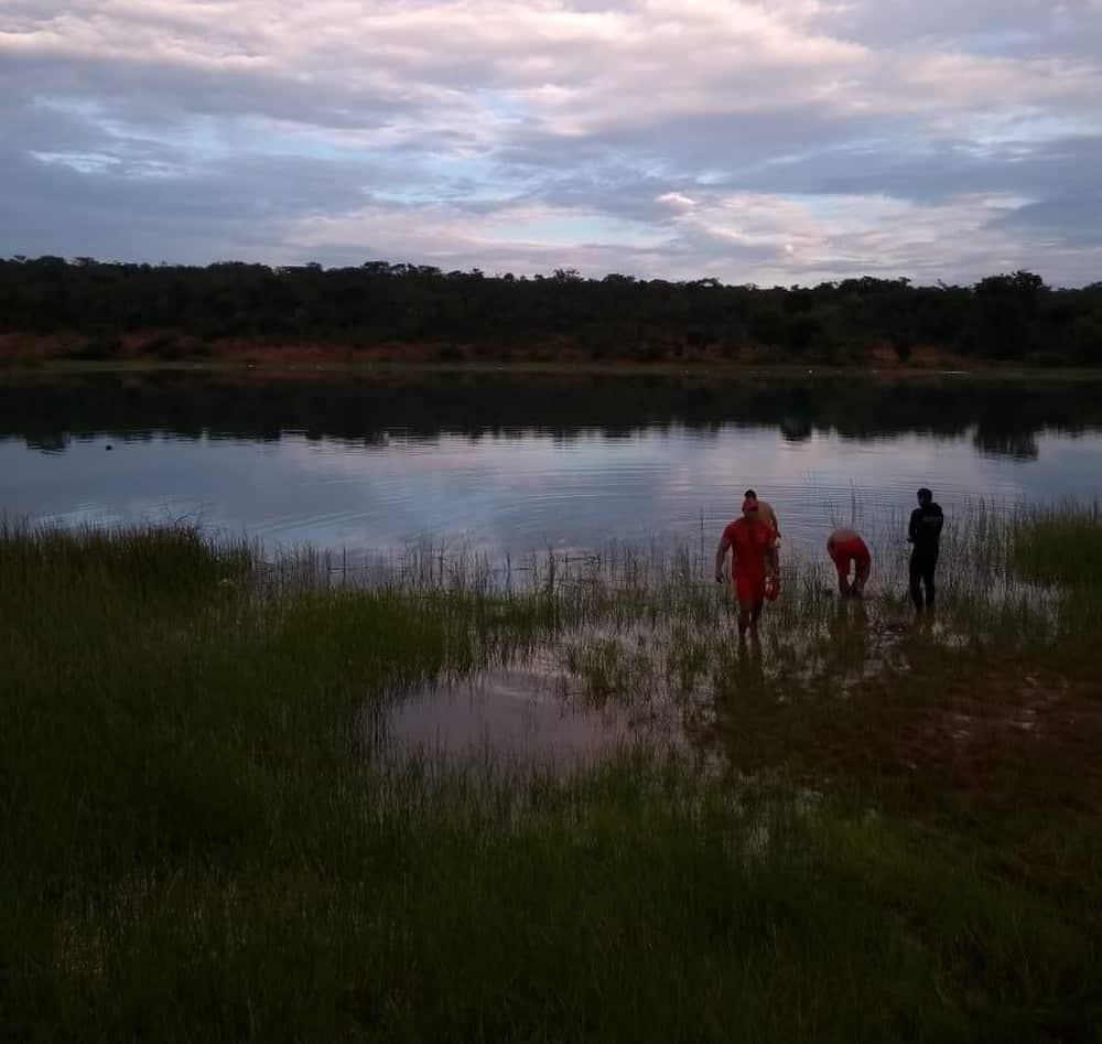 Montes Claros - Bombeiros encontram corpo de homem que se afogou em lagoa no bairro Jaraguá