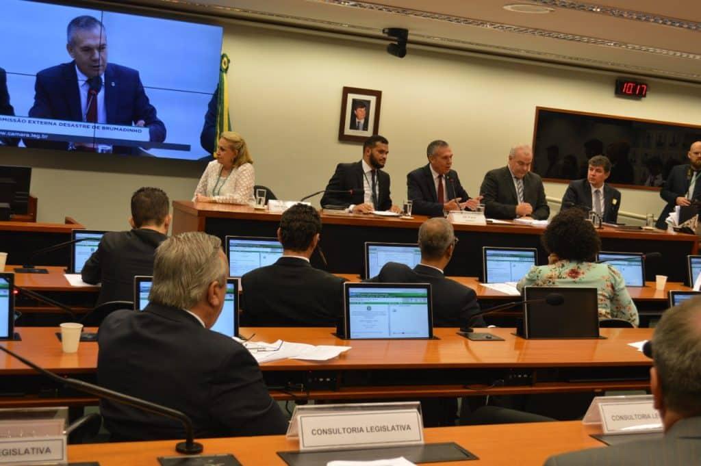 Comissão de Brumadinho coordenada pelo Deputado Zé Silva aprova relatório com propostas de mudança nas leis de mineração