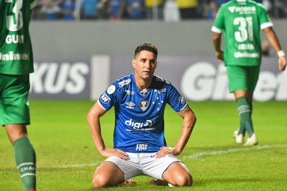 Thiago Neves faz golaço mas Cruzeiro perde mais uma conta a Chapecoense